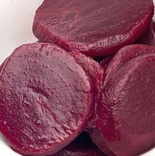 sliced beets in bowl